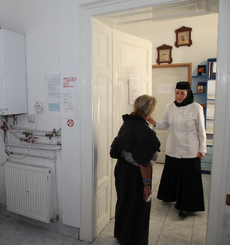 Kinetoterapie, masaj sau gimnastică medicală: sute de sibieni, beneficiari ai centrelor social-medicale ale Arhiepiscopiei Sibiului