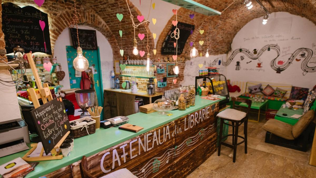 Micile afaceri din Sibiu. Cafeneaua din Librărie și Nod Pub, locuri potrivite pentru oameni diferiți