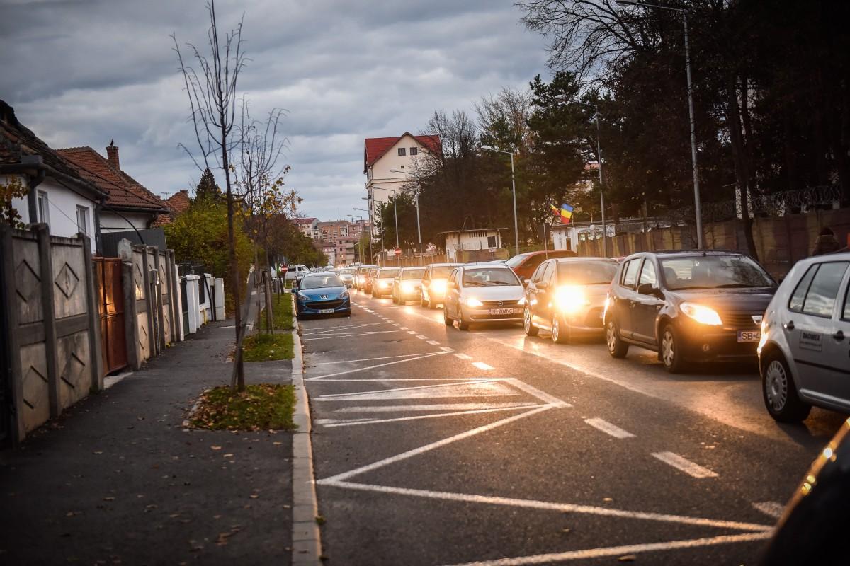 Primele soluții pentru calvarul pe Calea Cisnădiei, cozile de pe Alba Iulia sau criza parcărilor. Consultare publică săptămâna viitoare