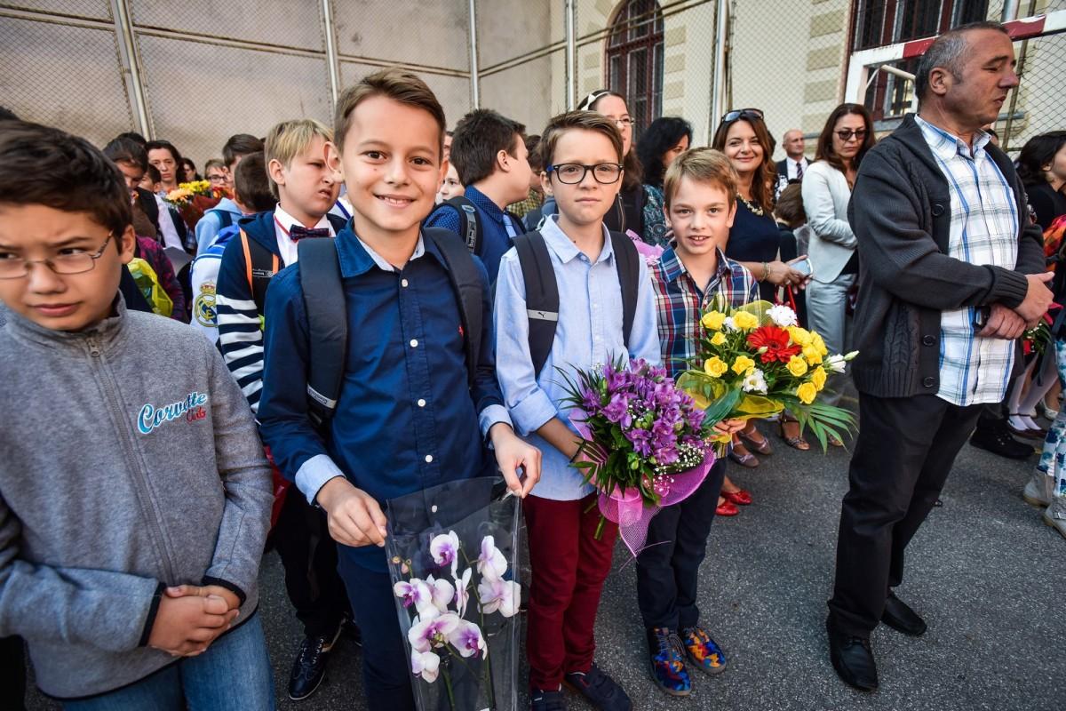 Ce fac elevii sibieni, mâine, de Ziua Internațională a Educației