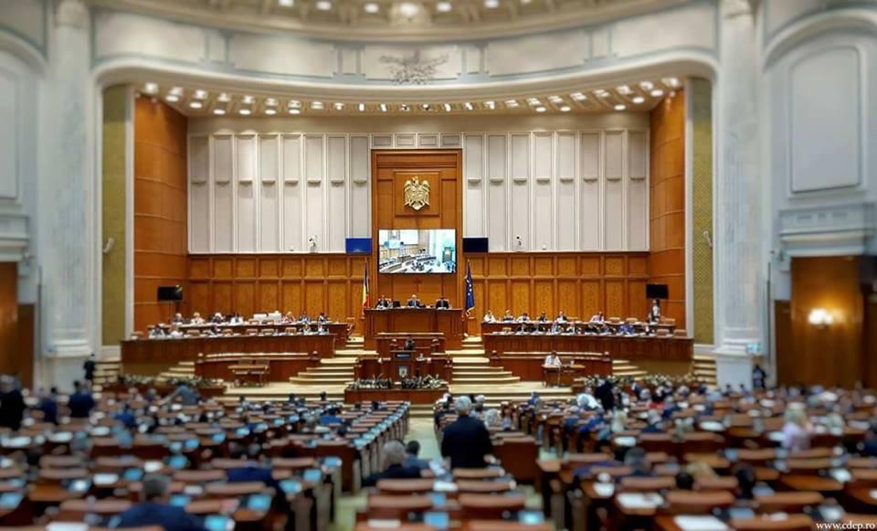 Protest în Parlament. Opoziția a depus moțiunea de cenzură