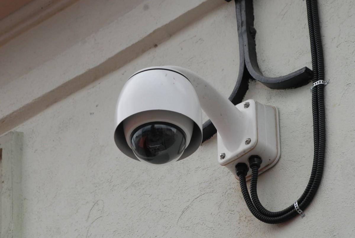 """Camerele de supraveghere video ale Sibiului vor fi înlocuite: noile camere """"pot apropia de 30 de ori"""""""