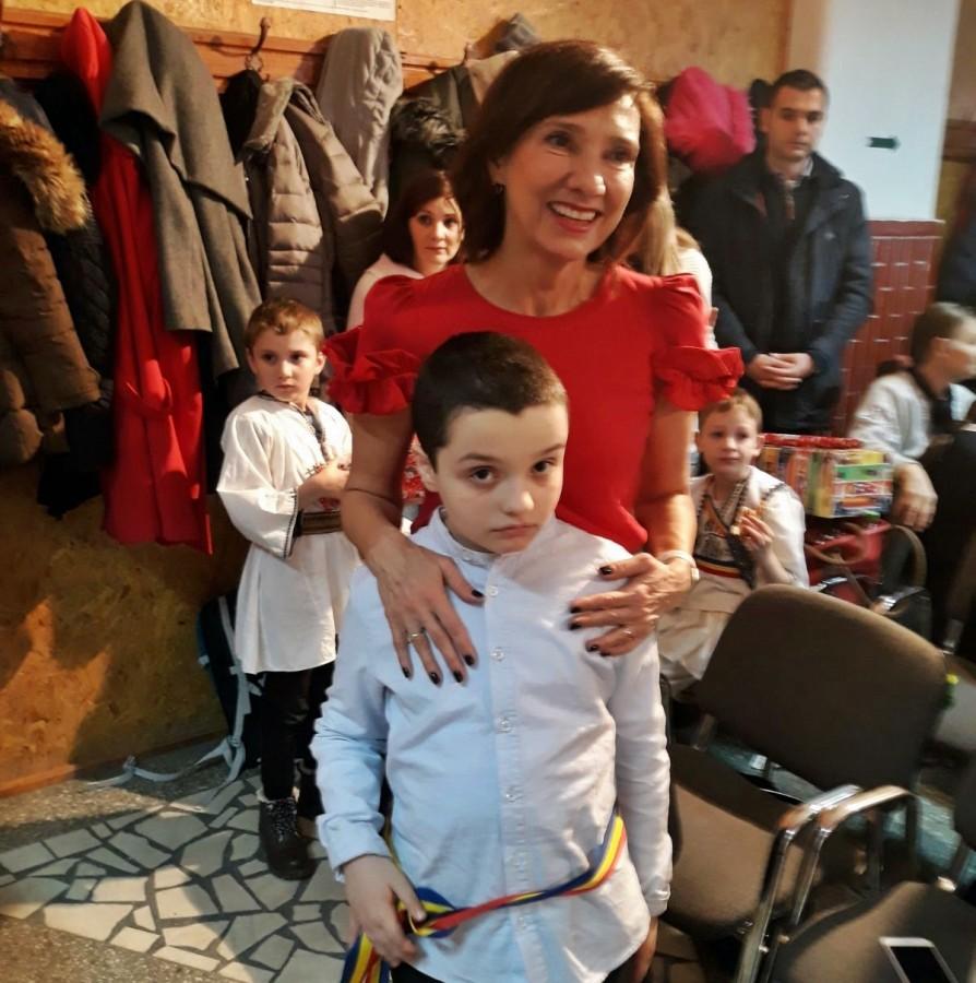 Carmen Iohannis a împărțit cadouri copiilor cu autism de la UCOS