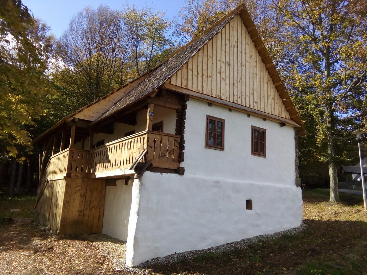 Muzeul Astra vernisează mâine în Dumbrava Sibiului trei case săsești