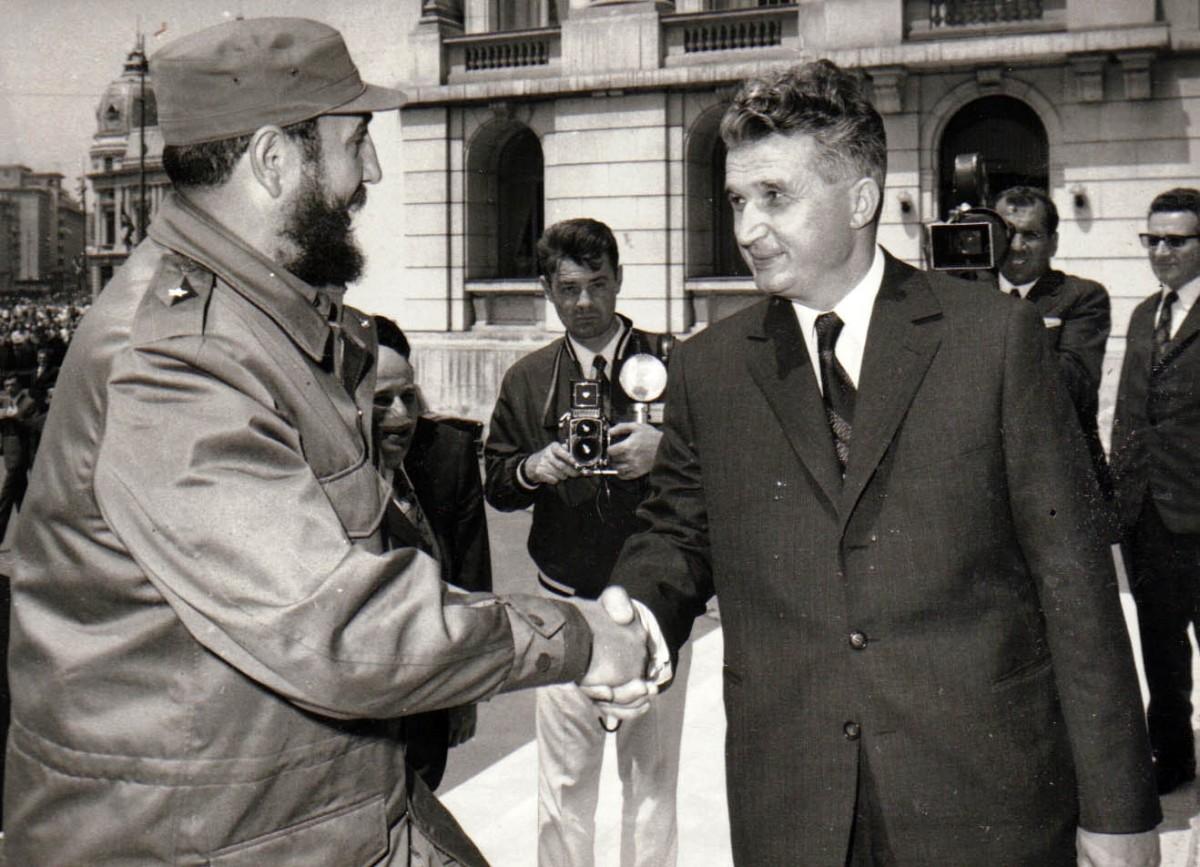 Expoziție: Cadourile primite de Nicolae și Elena Ceaușescu, în situații de protocol