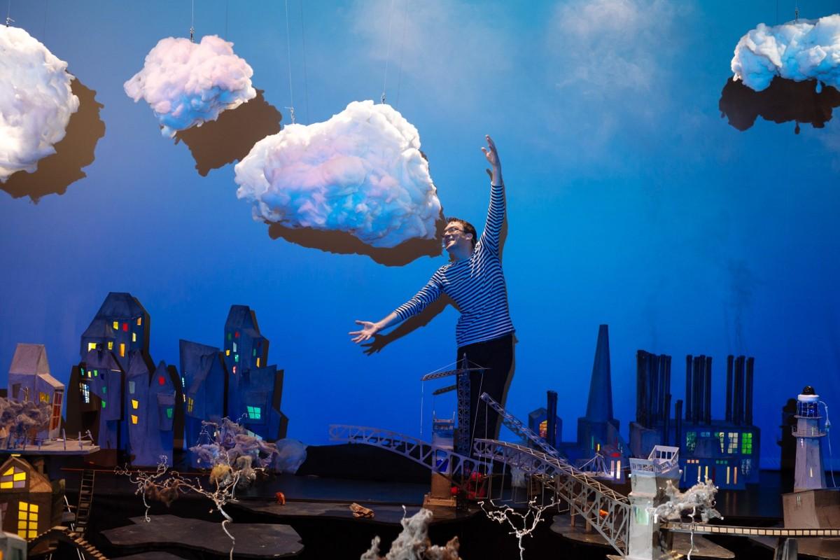 """""""Cel mai mare Gulliver"""" ajunge la Teatrul Gong"""