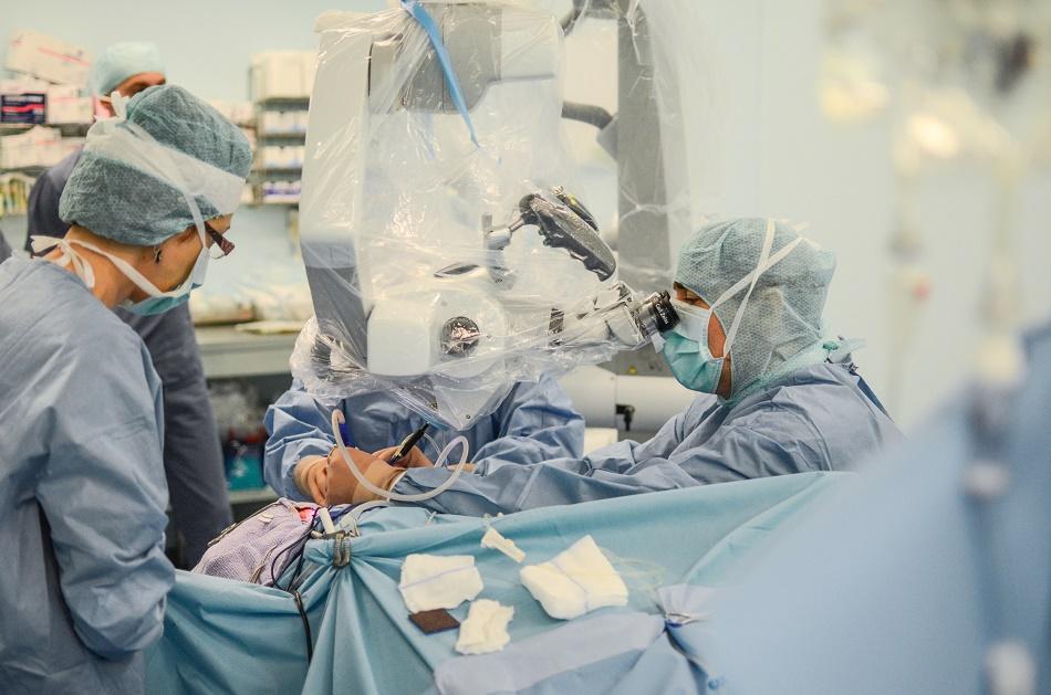 Premieră națională la Polisano: viața unui pacient a fost salvată printr-o operație video-asistată