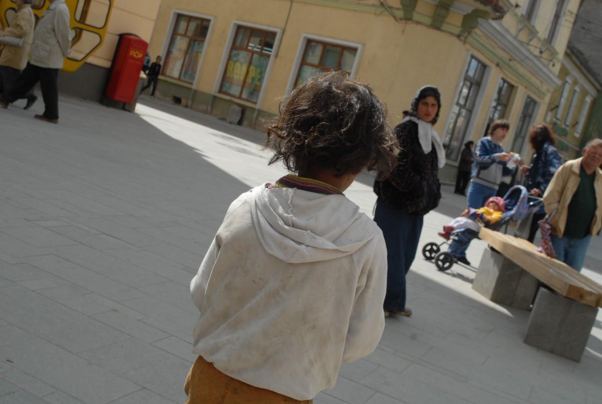 În ciuda aparențelor, sunt mai puțini cerșetori în Sibiu. 270 de amenzi de la începutul anului