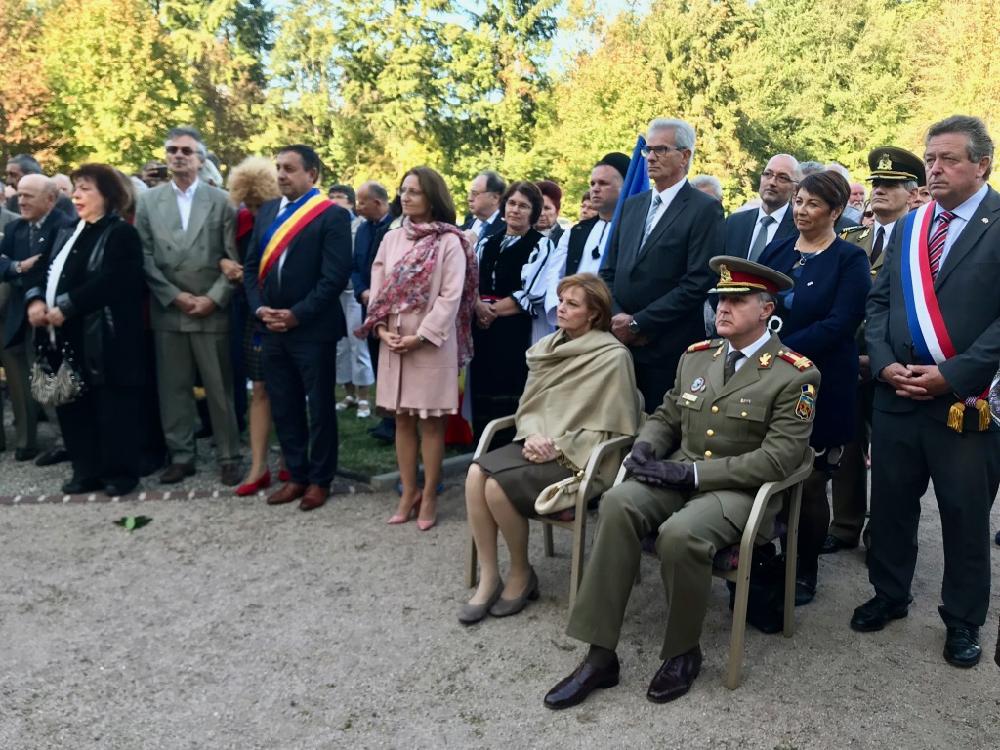 O delegație sibiană a însoțit Familia Regală la cel mai mare cimitir militar românesc din Franța
