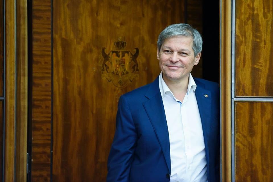Cioloș: Oamenii din stradă n-au fost aduși cu autocarele!