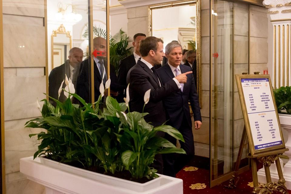 Ce nu s-a văzut la Summit. Cu cine s-a întâlnit președintele Macron la hotel