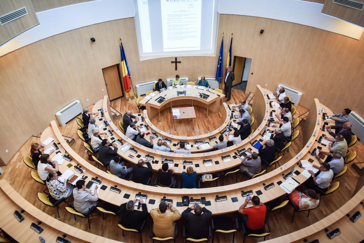 Consiliul Județean. Se măresc salariile directorilor