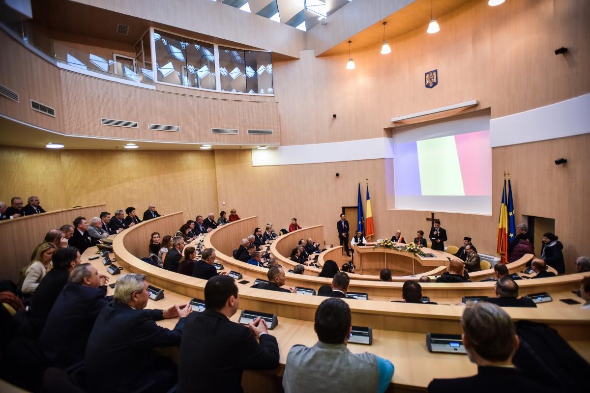 Patru funcționari din tot atâtea instituții se întrec pentru postul de secretar al județului. 3.000 de euro, salariul de bază