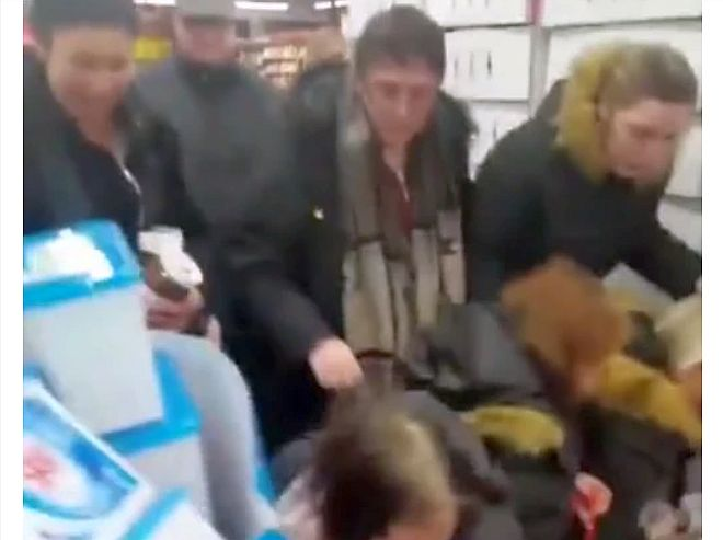 VIDEO-S-au călcat în picioare pentru Nutella la reducere. În Franța