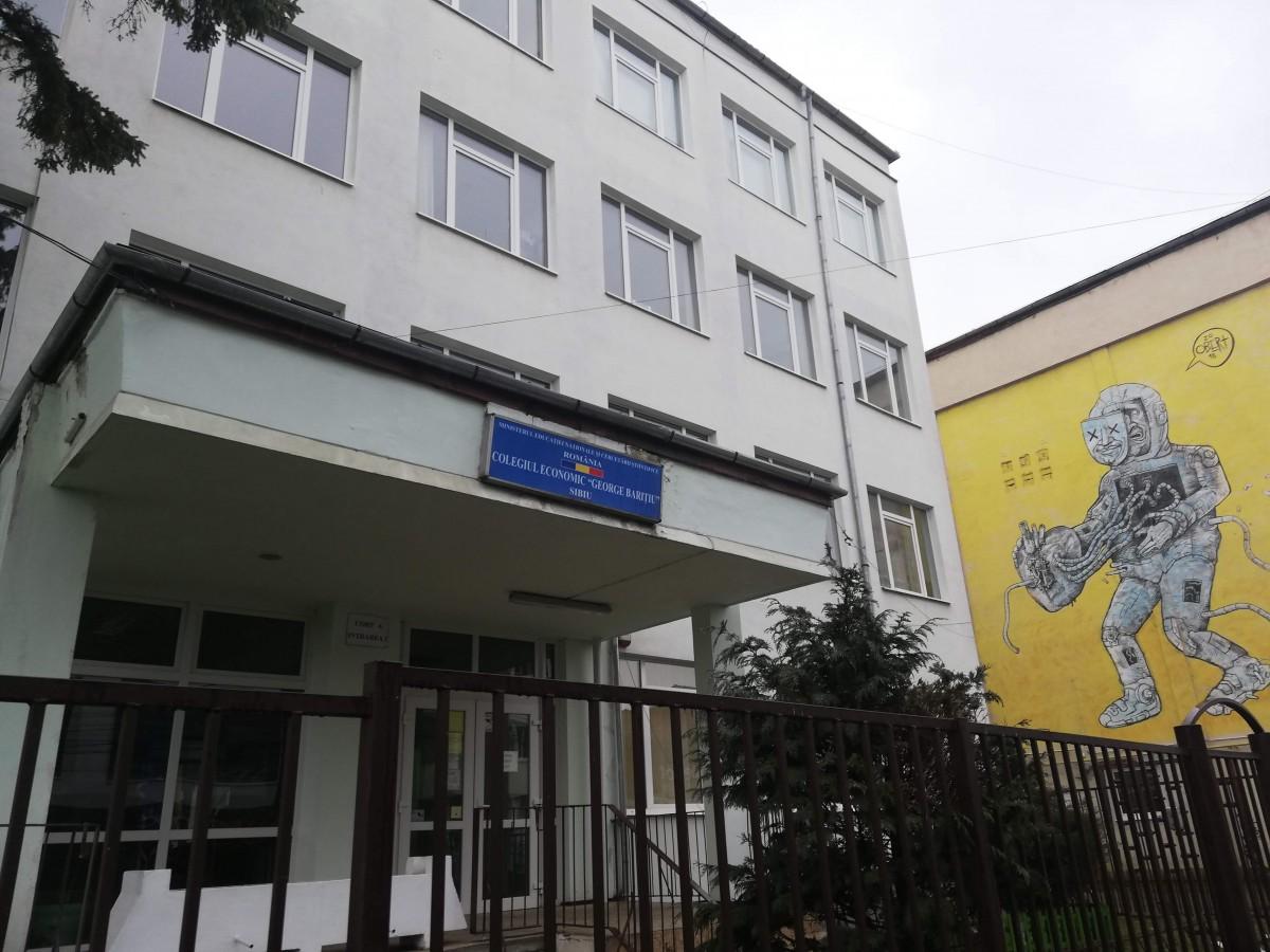 Încălcareadrepturilor elevilor în Sibiu: directorii nu cred în sondajele online și vor face cercetări paralele