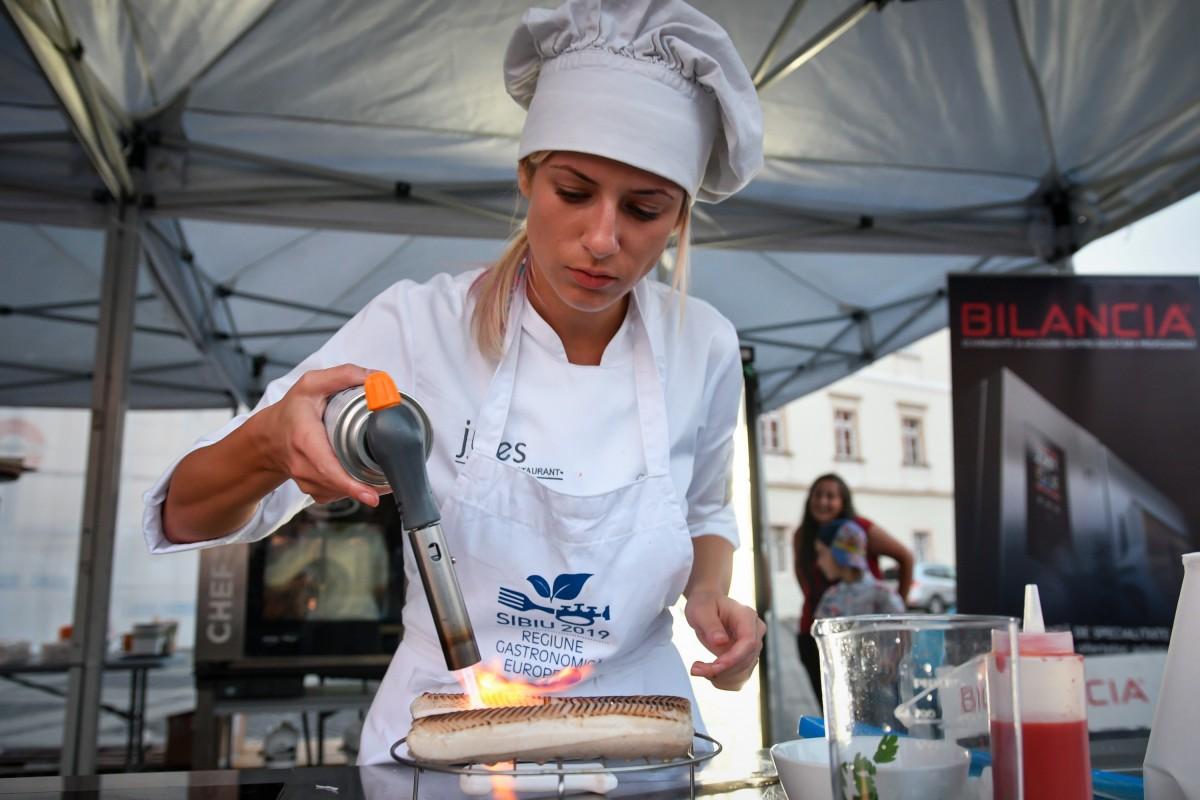 O tânără este noul ambasador al SibiuluiRegiune Gastronomică Europeană (CP)
