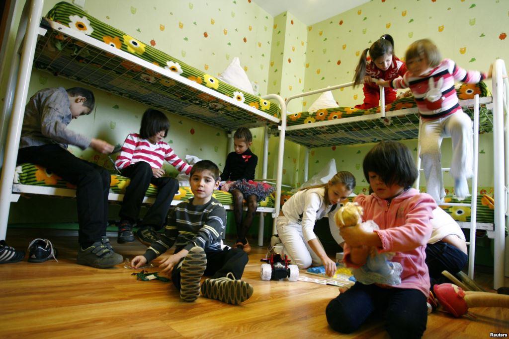 Centrul de Plasament Orlat se va închide. Planurile de milioane ale autorităților județene pentru copiii fără părinți