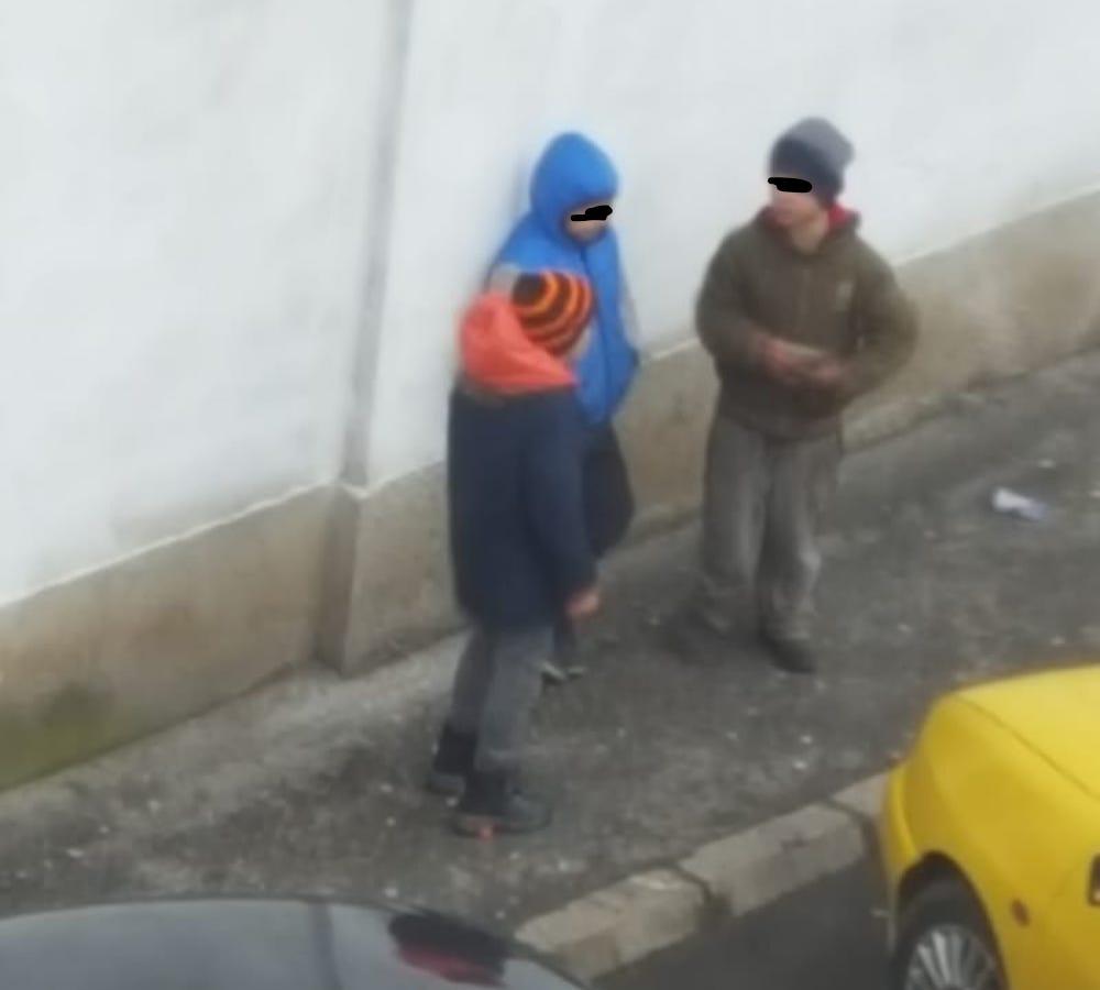 VIDEO Spărgătorii de azi ai mașinilor din Sibiu: copii de șapte-opt ani