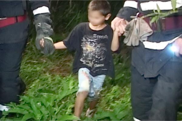 Copil de patru ani pierdut pe DN 14 și găsit de un polițist din Bazna