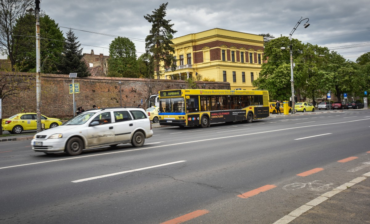 """Conducerea Tursib, după ce un autobuz s-a stricat, iar cel care îi urma s-a defectat: """"creșterea calității serviciilor este o prioritate"""""""