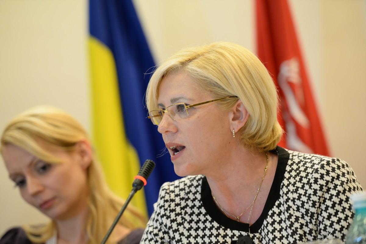 Comisarul european Corina Crețu: Autostrada Sibiu-Pitești are finanțarea asigurată, dar a fost scoasă la licitație fără acord de mediu