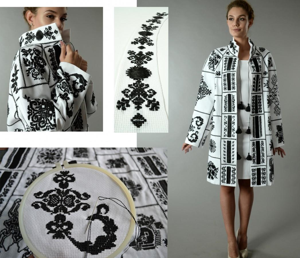 GALERIE - O sibiancă aduce tradiția în modă. Creațiile ei, admirate în Piața Mare