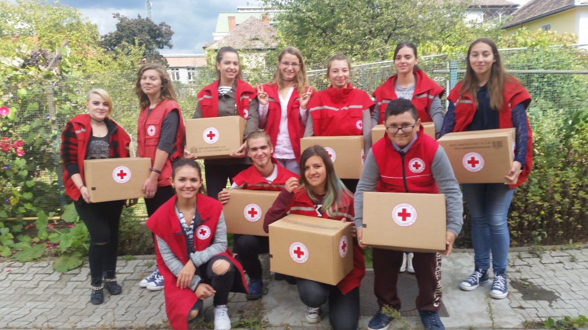 """Crucea Roșie Sibiu """"îndulcește"""" peste 1.000 de copii. Cu 800 de kg de ciocolată"""