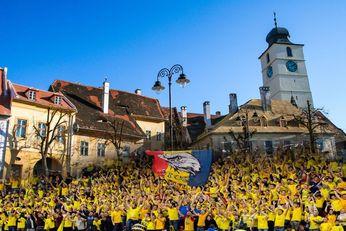 În galben în Piața Mică! Meciul de baschet CSU-Steaua, pe un ecran de mari dimensiuni