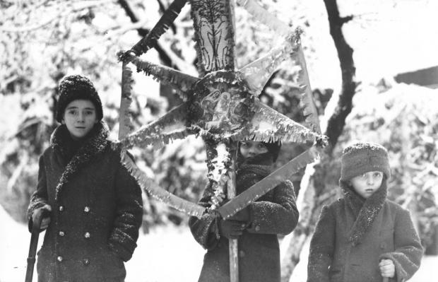 1948. Colindătorii sunt obligați să obțină autorizație de la organul local de poliție
