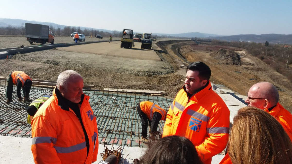 Șeful CNAIR și ministrul transporturilor, după o vizită pe șantier: Anul acesta vor fi inaugurați 180 de de km de autostradă