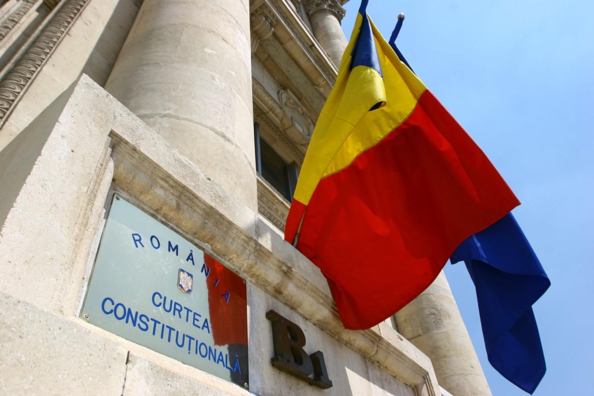 """CCR așteptată să se pronunțe azi pe tema """"Fără penali în funcții publice"""""""
