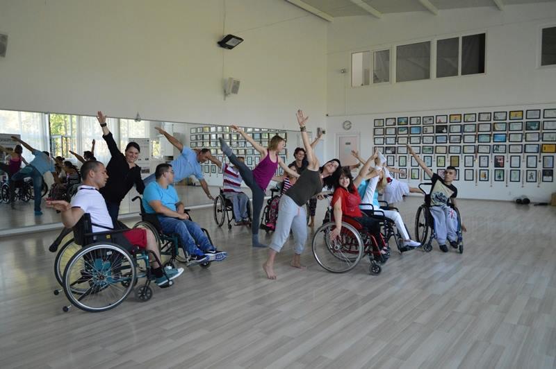 """Persoanele cu dizabilități, invitate la dans. """"Dacă poți să respiri, poți să dansezi"""""""