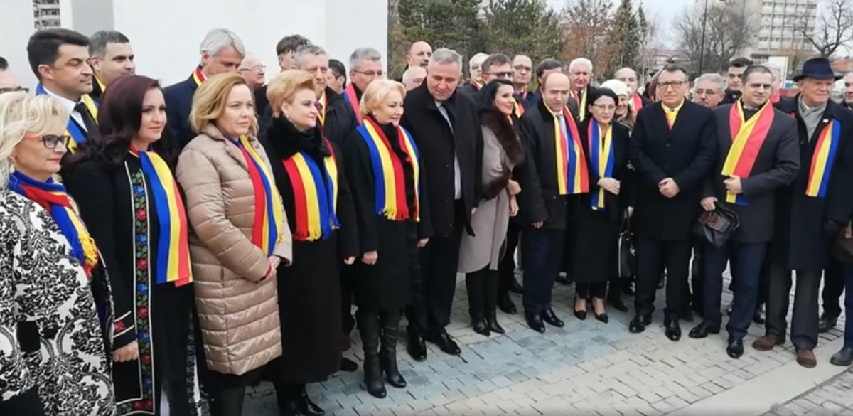 VIDEO După oficialitățile de la Sibiu, guvernanții au fost întâmpinați cu huiduieli la Alba Iulia