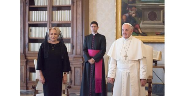 Viorica Dăncilă a vorbit româno-engleza cu Papa Francisc. Iohannis: nu a înțeles doamna despre ce s-a vorbit acolo