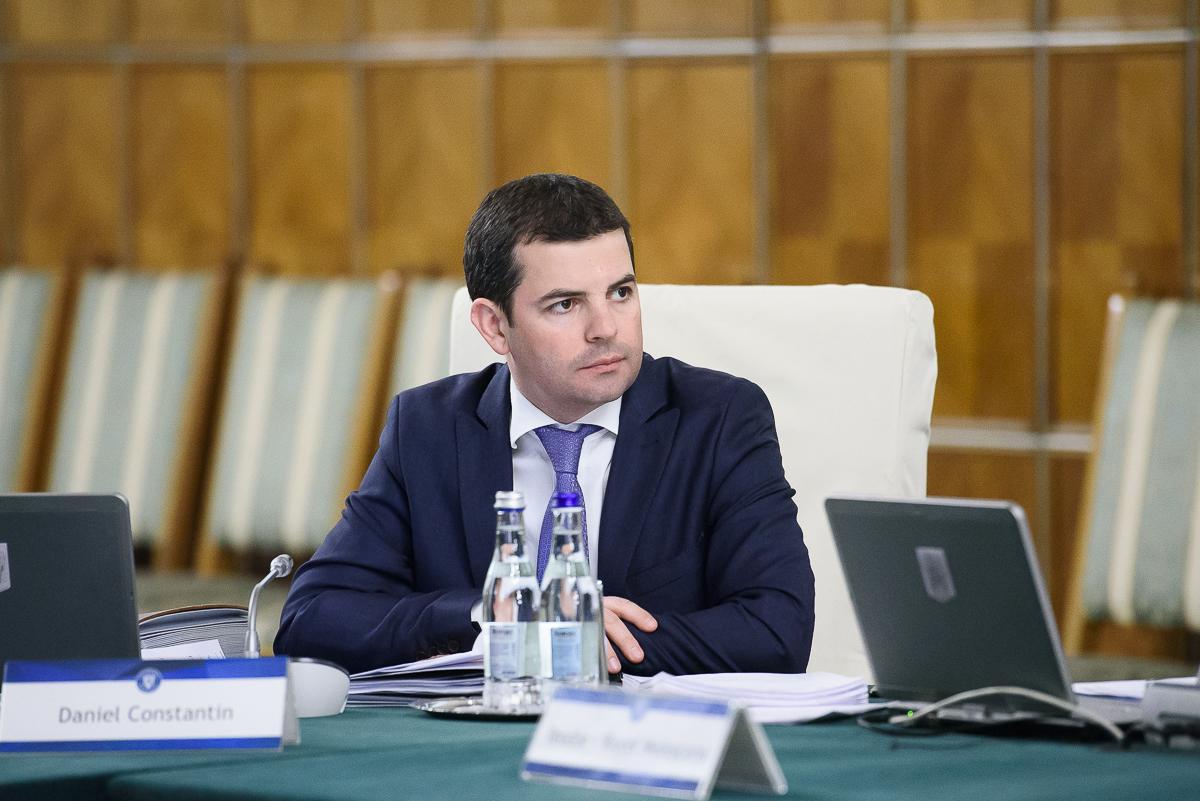 Vicepremierul Daniel Constantin vine marți la Sibiu. Merge la o grădiniță