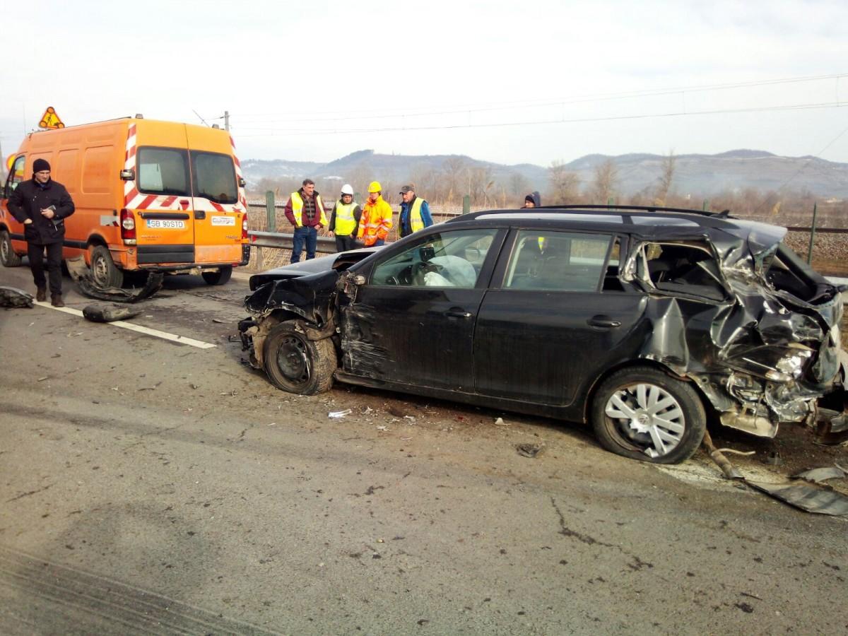 FOTO-Accident în lanț pe DN 14 provocat de un șofer de TIR