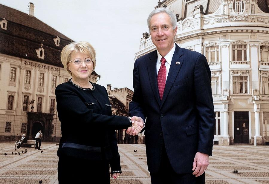 Ambasadorul SUA a venit cu mașina la Sibiu
