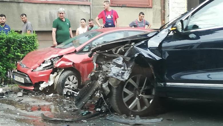 """Ministrul transporturilor, rănit într-un accident. Poliția acuză o """"manevră neregulamentară"""""""