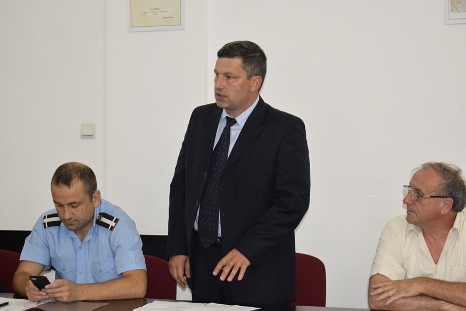 """Interviu cu șeful Poliției de Frontieră de pe Aeroportul Sibiu. De la copii """"blocați"""" pe aeroport la înghesuiala după aterizare"""