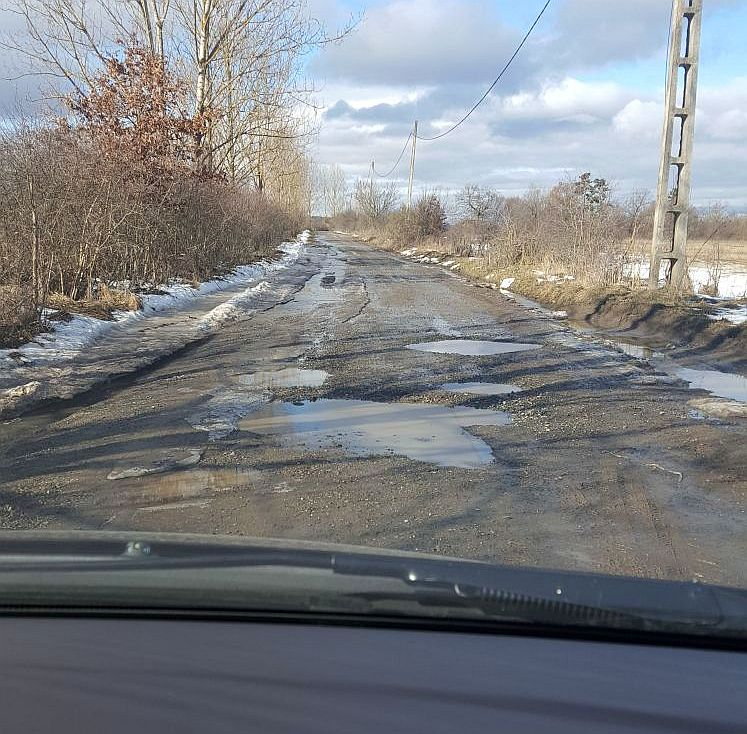 FOTO-VIDEO Drum reabilitat acum doi ani, aproape impracticabil