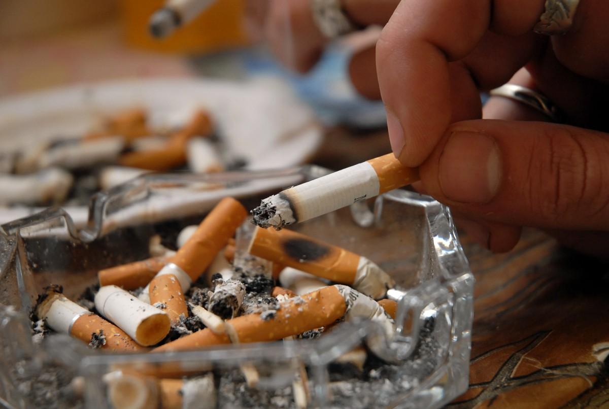 Spitalul TBC încurajează înlocuirea țigărilor cu mere, într-un Marș Anti-Fumat