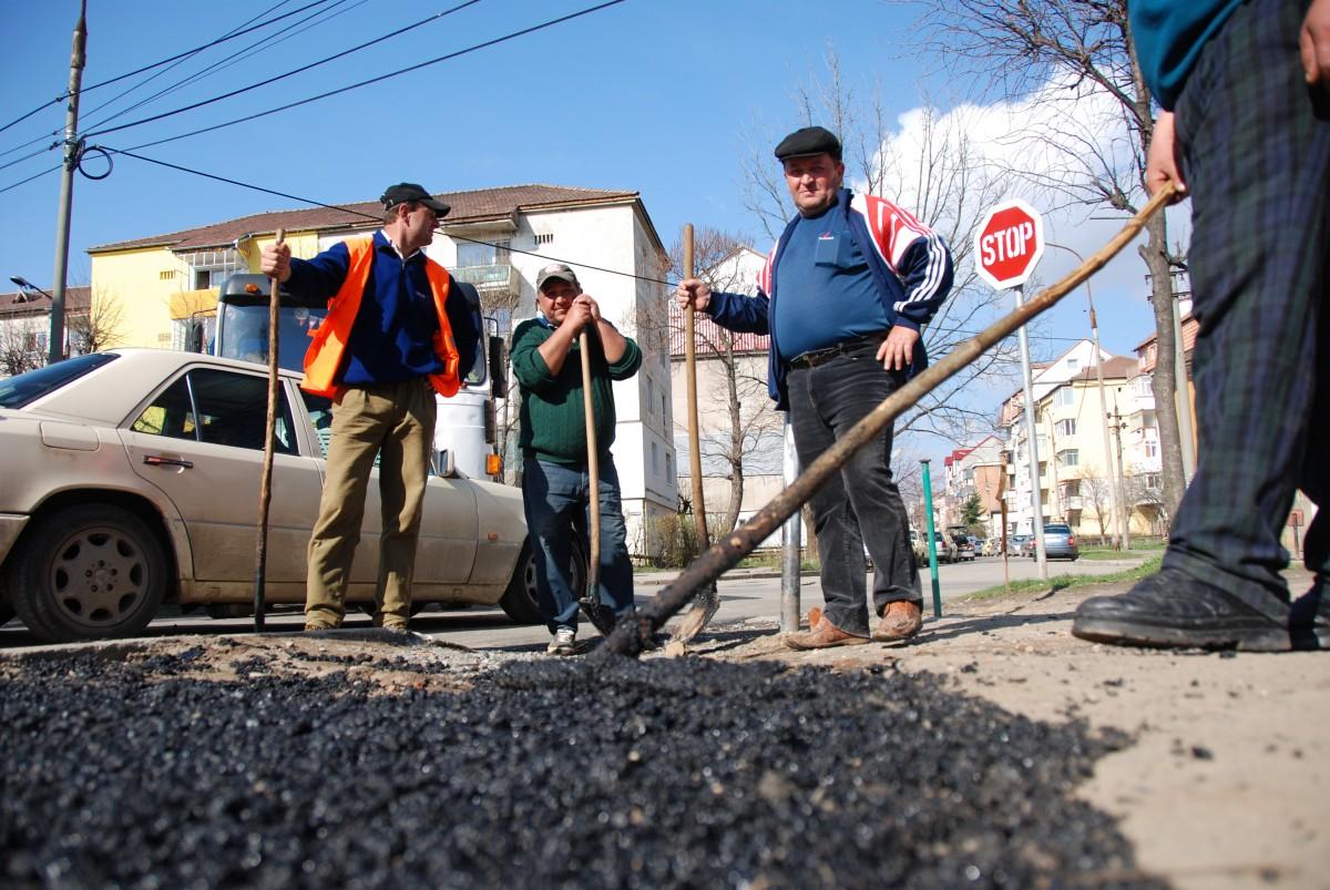 """Primăria schimbă regulamentul de avizare a """"spargerii străzilor"""" din oraș"""
