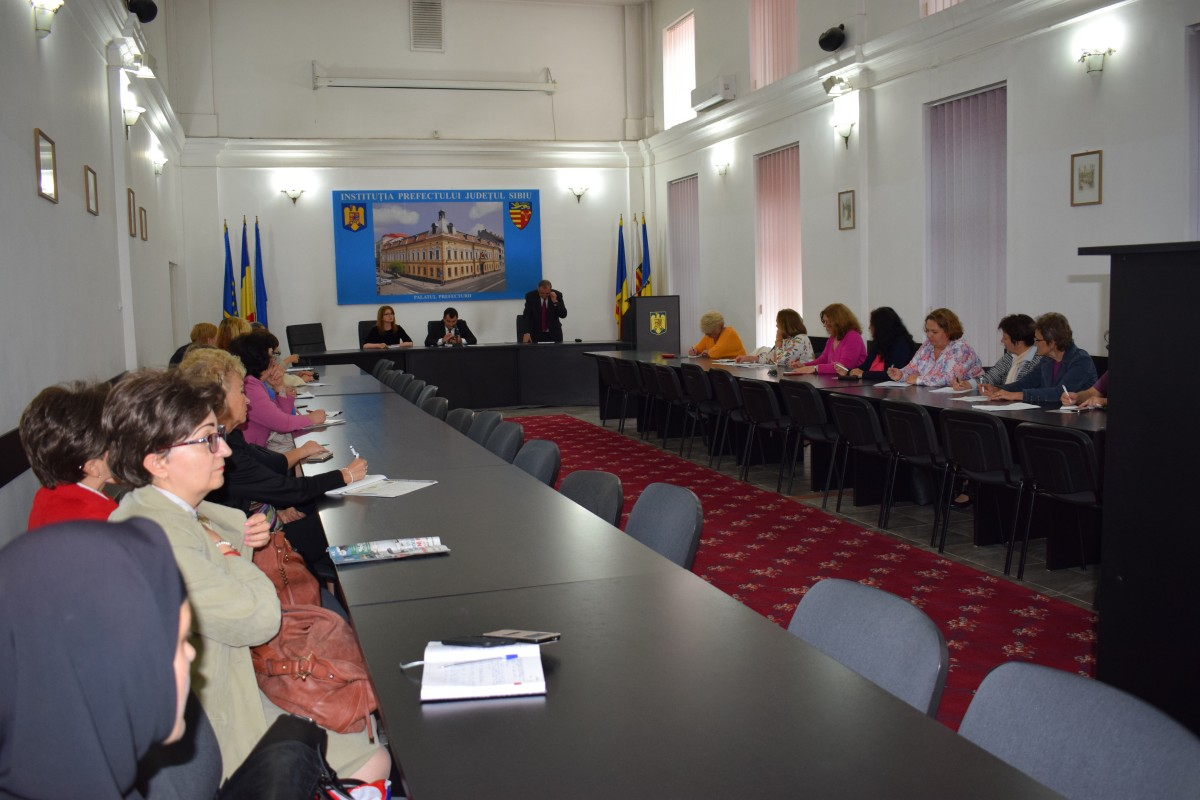 30 de medici de familie din Sibiu și-au spus problemele în fața prefectului