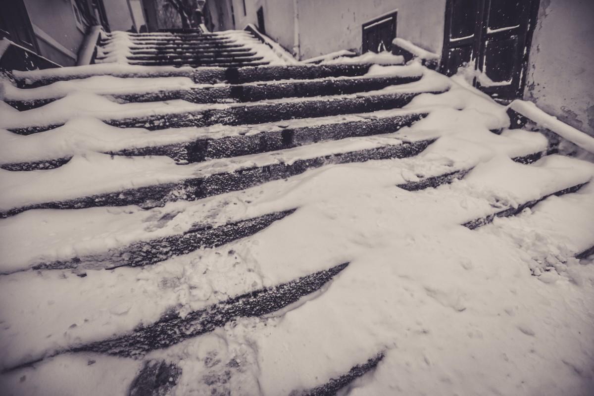 1985. Grosimea stratului de zăpadă la Sibiu este de 33 cm, iar la Bâlea de 60 cm