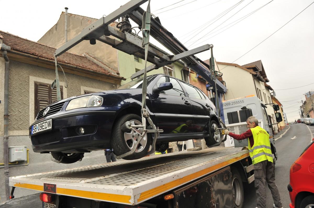 Ridicarea maşinilor se va face de către un serviciu public al Primăriei, la cererea Poliţiei
