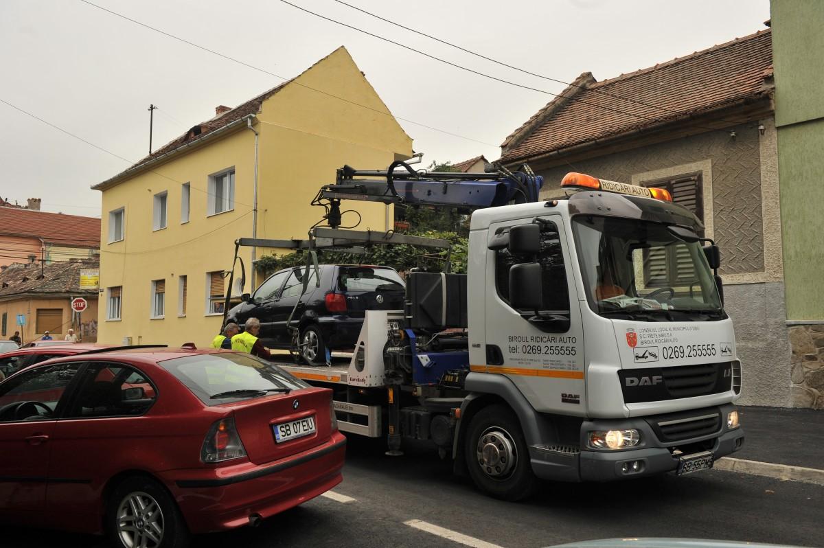"""Proiect: mașinile parcate în Sibiu vor putea fi ridicate și """"în caz de utilitate publică"""""""