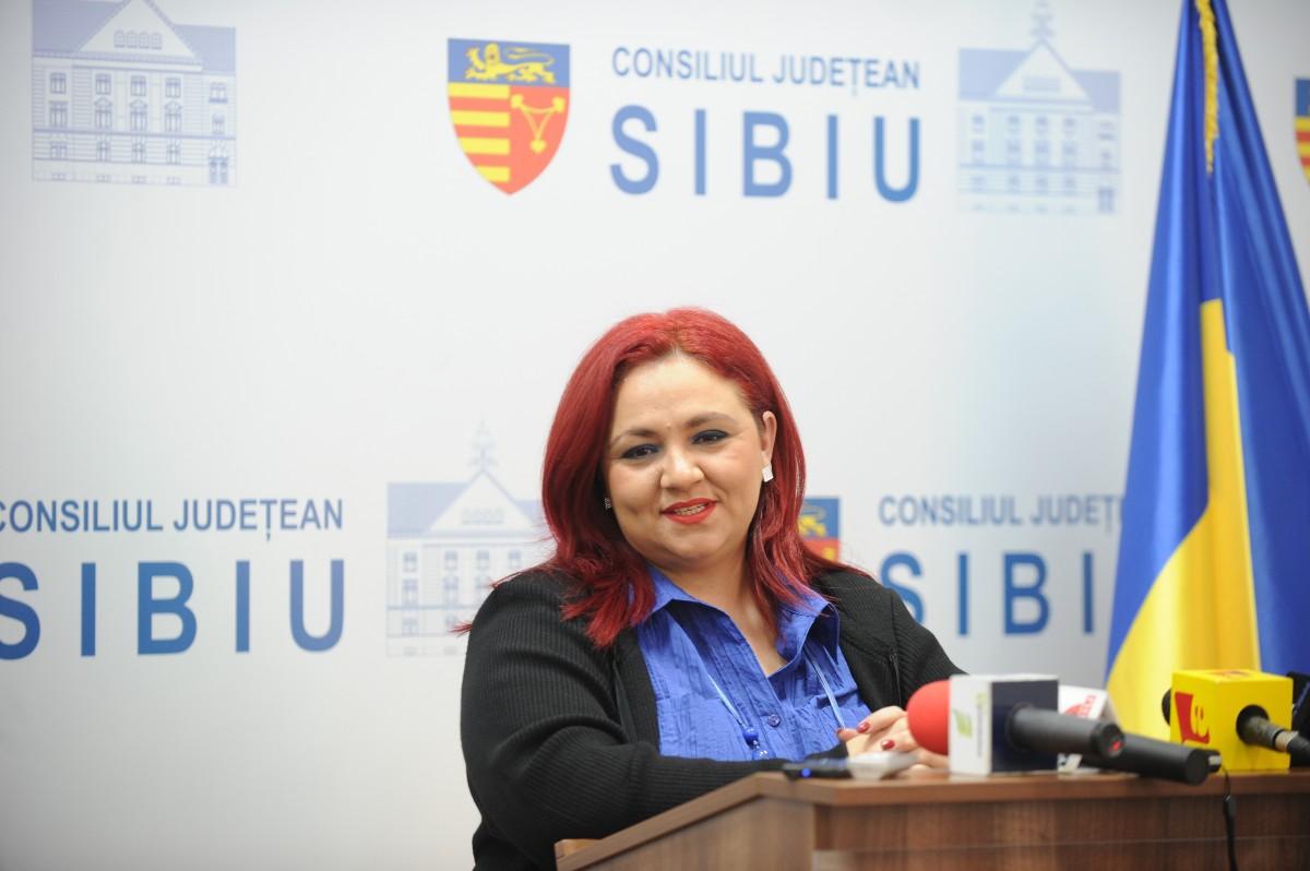 """Președintele Iohannis o decorează pe Silvia Macrea cu Ordinul """"Meritul Cultural"""""""