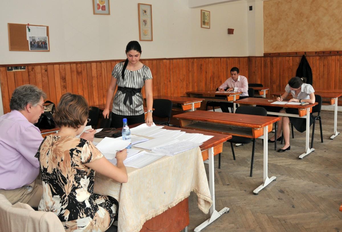 Elevii de clasa a XII-a din Sibiu au obținut cele mai bune rezultate din țară la simularea pentru Bac