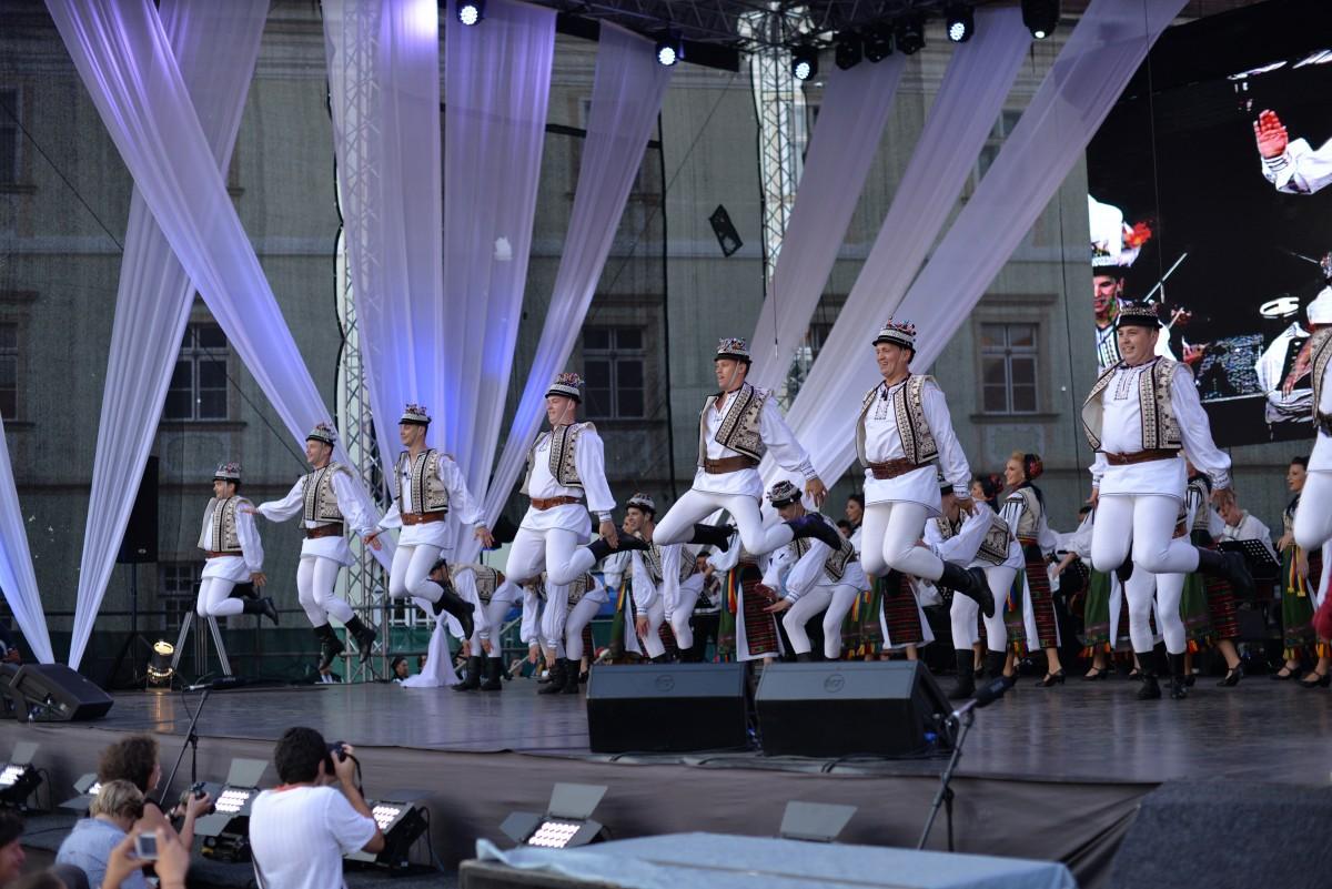 """""""Ceata Junilor"""" participă la Festivalul Inimilor. Spectacol inedit cu 60 de dansatori"""