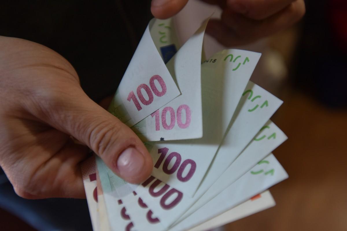 Bani falși în Sibiu. Descinderi DIICOT în mai multe județe